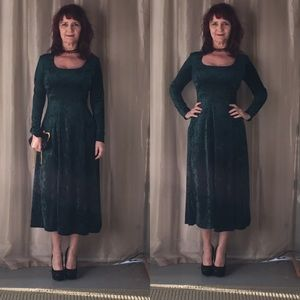 Dresses & Skirts - GREEN CRUSHED VELVET LONG SLEEVE VINTAGE DRESS